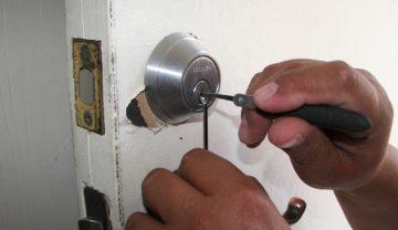 What Do Locksmiths in Tarzana Area Do?